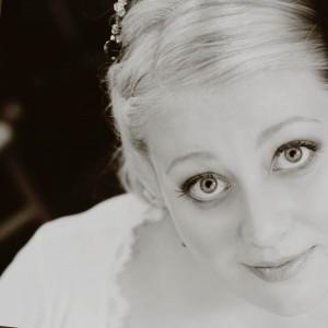 Author Lauren Hawkeye head shot