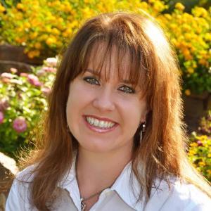 Author Kristin Mayer Headshot